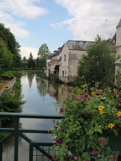 Loches was one of the small towns I fell in love with while in France. Farmhouse Renovation, French Farmhouse, New Life, Small Towns, Geography, Places Ive Been, Countries, To Go, France
