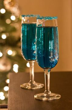 Holiday Party Inspiration | Shades of Teal http://www.theperfectpalette.com/2013/12/holiday-party-inspiration-shades-of-teal.html