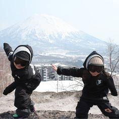 OMG these two little guys are the 💣 Check out Rakuto & Tabito rippn up the 🇯🇵 winter 2018 kids & youth tech snowboard hoodies IN STORE NOW ❄🔥💧🌬 📷 Snowboard Hoodies, Snowboarding Gear, Youth, Tech, Guys, Store, Winter, Instagram, Winter Time
