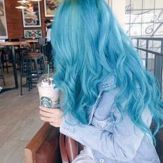 Imagem de hair, blue, and starbucks