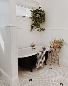 Black and white bathroom with clawfoot bathtub, pretty tiles and plants. Black and white bathroom with clawfoot bathtub, pretty tiles and plants. Orange County, Boho Bathroom, Modern Bathroom, Bathroom Ideas, White Bathrooms, Bathroom Interior, Master Bathroom, My Scandinavian Home, Scandinavian Bathroom