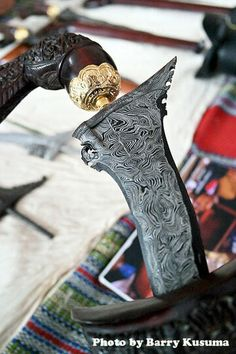 1 Desa Pembuat Keris Tradisional, Mahakarya Indonesia   KASKUS Indonesian Art, Weapon Concept Art, Javanese, Swords And Daggers, Fantasy Weapons, Fantasy Inspiration, Metal Working, Philippines, The Incredibles