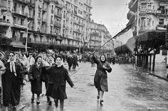 Alger, janvier 1960. Manifestation d'Européennes en faveur  de l'Algérie française