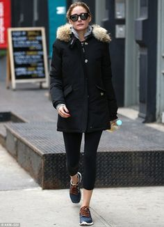 Olivia Palermo proves that throwing on a warm coat to run some errands can still be stylish with a fur-trimmed parka Estilo Olivia Palermo, Olivia Palermo Outfit, Olivia Palermo Lookbook, Olivia Palermo Style, Street Style Outfits, Casual Outfits, Star Fashion, Look Fashion, Fashion Trends