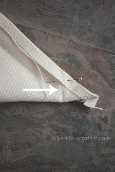 Sew seem at Miter Pin Arrow. turn for perfect mitered corner!Perfect mitered corners great detailed tutorial for mitered napkins by megan – ArtofitMitering Fabric How to Get Perfectly Pointy Inside Corners - Celebrate CreativityIf you love the look Sewing Lessons, Sewing Hacks, Sewing Tutorials, Sewing Projects, Sewing Patterns, Sewing School, Sewing Class, Sewing Mitered Corners, Diy Pillow Covers