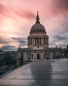Saint Paul's Cathedral, London.-