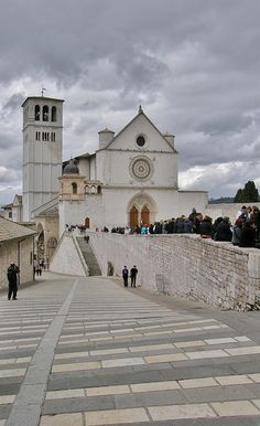 Basilica di San Francesco, Assisi, Italy - the most peaceful place I've ever experienced. It's like a whole other world!
