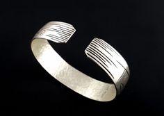 Bracelet « T'as le cul qui sent la savate » en argent massif fabriqué à la main en France. Rings For Men, France, Jewelry, Hand Made, Hands, Jewerly, Men Rings, Jewlery, Schmuck