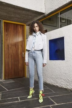 Off-White Resort 2019 Fashion Show Collection: See the complete Off-White Resort 2019 collection. Look 5 Fashion Week, Runway Fashion, Fashion Models, Fashion Brands, High Fashion, 70s Fashion, Fall Fashion, Fashion Photography Poses, Fashion Photography Inspiration