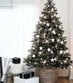 Happy December 1st im so so excited for christmas in our first home this year i can't believe how quickly 2016 has gone! #bbloggers  #fbloggers  #lbloggers  #ukblogs  #ukblog  #ukblogger  #ukbloggers  #christmasdecorations  #christmasmarket  #christmas  #christmastree  #design  #homeinspiration  #homeinspo  #advent  #pinterest  #inspo  #wiwt  #fashion  #thegirlgang  #theblogsquad #blogmas #ontheblog #linkinbio #flatlay - http://ift.tt/1HQJd81