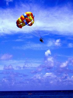 Parasailing in the #Dominican Republic.    know what i'm doing in december!!