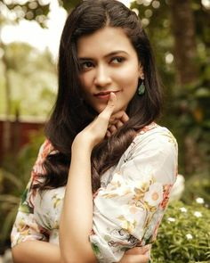 Anju Kurian is an Indian film actress who appears mainly in Malayalam films. Kavi Uddheshichathu and the 2018 film Njan Prakashan. . Follow us at instagram @reelpettiofficial www.reelpetti.com . #priyankamohan #reelpetti #reels #reelpetty #reelsinstagram #actressgallery #actress #tamilactress #kollywoodactress #tamilcinema #cinemagallery #cinewoods #tollywood #mollywood #behindwoods #டோலிவுட் #கோலிவுட் #ரெஜினா #சினிமா #சினிமாசெய்திகள் #தமிழ் சினிமா #தமிழ்ஆக்டர்ஸ் #தமிழ்நடிகைகள் Bhojpuri Actress, Actress Navel, Cinema Actress, Indian Film Actress, Actress Photos, Most Beautiful Bollywood Actress, Bollywood Actress Hot, Bollywood Actors, Beautiful Actresses
