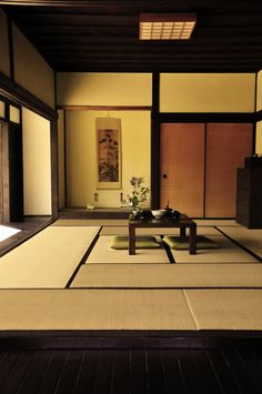 There is something about Japanese home interior I love. Be it minimal or spacious or just the fact nothing blocks your way. All is done accordingly to flow...