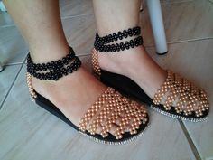Beaded Shoes, Boho Shoes, Beaded Sandals, Flip Flop Slippers, Flip Flop Shoes, Decorating Flip Flops, Slipper Boots, How To Make Shoes, Bare Foot Sandals