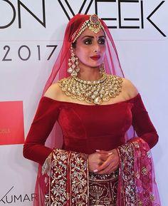 South Indian Actress Amy Jackson New Bridal Saree Photoshoot. Bengali Bride, Punjabi Bride, Bengali Wedding, Bridal Looks, Bridal Style, Bridal Nose Ring, Amy Jackson, Indian Bridal Wear, Indian Wear