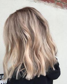 Beige Blonde Hair Color, Blonde Hair With Highlights, Balayage Hair Blonde, Brown Blonde Hair, Brunette Lob, Long Bob Blonde, Balayage Lob, Beige Hair, Neutral Blonde