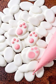 Get your Free Bunny Paw Candy Template and learn how to make simple candy decorations with royal icing. Great for cookie decorating! Royal Icing Decorations, Candy Decorations, Easter Cupcakes, Easter Cookies, Royal Cupcakes, Easter Candy, Easter Treats, Chocolates, Bunny Paws