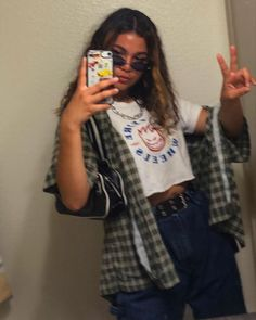 Xoxo on hi guys brottbacken lydia campanelli on twins Grunge Outfits, Tumblr Outfits, Indie Outfits, Retro Outfits, Cute Casual Outfits, Fashion Outfits, Casual Chic, Cute Vintage Outfits, Grunge Clothes