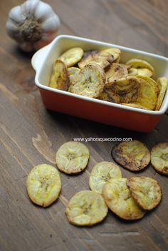 Cómo Hacer Chips de Plátano al Horno -- Baked Platain Chips with Salt and Garlic #singluten #glutenfree