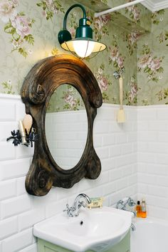 feminine bathroom- wooden mirror from Atelier Anda Roman, industrial wall lamp, floral wallpaper, metro tiles and retro faucets Feminine Bathroom, Coastal Bathrooms, Wooden Mirror, Industrial Wall Lamp, Metro Tiles, Bathroom Mirror, Round Mirror Bathroom, Home Deco, Floral Wallpaper