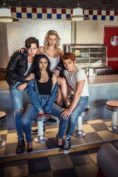 New/old photos of the Riverdale cast Entertainment Weekly - Entertainment Riverdale Poster, Riverdale Cw, Riverdale Aesthetic, Riverdale Memes, Riverdale Netflix, Riverdale Funny, Betty Cooper, Entertainment Weekly, Archie Comics