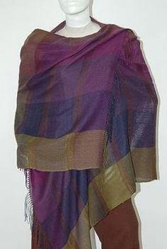 Lila farbener #Webschal aus #Babyalpaka #Wolle und #Seide. Eleganter #Schal aus kostbarer Babyalpaka Wolle und Seide gewebt. Luftig leicht und extra groß