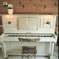 New music painting ideas diy piano keys 40 ideas Shabby Chic Furniture, Painted Furniture, Diy Furniture, Redoing Furniture, Refinish Piano, Painted Pianos, Music Painting, Diy Painting, Upright Piano