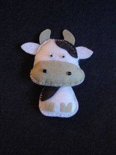 cow Cow Ornaments, Felt Crafts, Diy Crafts, Sewing Projects, Projects To Try, Farm Yard, Felt Fabric, Felt Animals, Handmade Toys