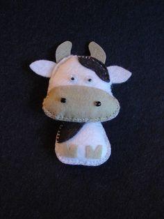 cow Cow Ornaments, Felt Crafts, Diy Crafts, Farm Yard, Felt Fabric, Felt Animals, Handmade Toys, Doll Toys, Baby Quilts