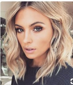 20 Stylish Short Hairstyles for Wavy Hair: Shoulder Length Blonde Hair; Hair Day, New Hair, Pelo Midi, Medium Hair Styles, Short Hair Styles, Should Length Hair Styles, Hair 2018, Gorgeous Hair, Gorgeous Makeup