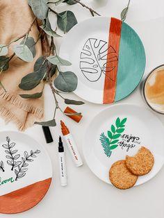 Bei mir im Geschirrschrank herrscht seit kurzem eine bunte Abwechslung, dank der PINTOR-Stifte von PILOT. In meinem neuen Blogpost erzähle ich euch von meinen Bastelerfahrungen! 😉 Ikea, Barware, Coasters, Plates, Tableware, Pilot, Cardboard Paper, Crafting, China Painting