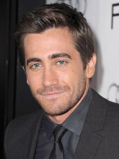 Jake Gyllenhaal Hairstyles - November 4, 2010 - DailyMakeover.com