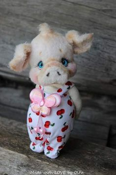 Piggy Cherry By OlFa - I would like to introduce you to my new Piggy Cherry. She was born 20.09.17. Cherry is crocheted from mixed yarn, shaded. She is 17.5 cm high. Can only stand, very confident. She has blue glass eyes. He is 2-way disk-jointed. Filling: hollofayber and steel pellets. Che...