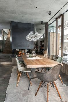 Get inspired by these dining room decor ideas! From dining room furniture ideas, dining room lighting inspirations and the best dining room decor inspirations, you'll find everything here! Dining Room Table, Industrial Dining, Dining Room Inspiration, Dining Room Remodel, Dining Room Lighting, Home Decor, Modern Dining Room, Contemporary Dining Room Design, Dining Table