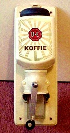 Douwe Egberts coffee mill - just like the one that used to hang on my Oma's kitchen wall! Coffee Tin, I Love Coffee, Coffee Cafe, Coffee Beans, Blue Mountain Coffee, Going Dutch, Mocca, Interior Design Living Room, Childhood Memories