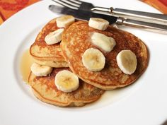 Light and fluffy, these pancakes are great on their own. However, sliced bananas, blueberries, chocolate chips, and chopped nuts also pair well with the pancakes. Apples are thinly sliced and lightly sprinkled with stevia mixed with cinnamon! Join my FREEWeight Watchers (Freestyle Smartpoints): Recipes & Support on Facebook! INGREDIENTS 2 Bananas 2 Eggs 1 tsp […]