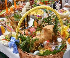 Easter Easter In Poland, Polish Easter Traditions, Poland Food, Polish Recipes, Easter Table, Egg Decorating, Vintage Easter, Easter Baskets, Holidays And Events