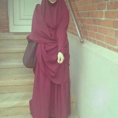Discovered by Muslimah ♡. Find images and videos about islam, hijab and muslim on We Heart It - the app to get lost in what you love. Muslim Girls, Muslim Women, Abaya Fashion, Muslim Fashion, Modest Dresses, Modest Outfits, Muslim Images, Hijab Look, Hijab Tutorial