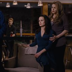 "ohmycarlisle: "" So many thoughts were going through Esme Cullen's mind and you can see it in her eyes. Rosalie Twilight, Twilight 2008, Twilight Cast, Twilight New Moon, Twilight Series, Twilight Movie, Twilight Quotes, Twilight Pictures, Twilight Outfits"