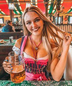 Gaudi, Octoberfest Girls, German Beer Festival, Oktoberfest Costume, Beer Photos, Beer Girl, German Girls, Black Panther Marvel, Root Beer