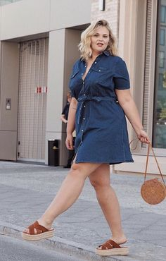 The different trends of fashion now have also arrived in the plus size apparels. At first, not many of the trends that were hugely popular among the majority of people were incorporated into the unique plus size community. Plus Size Jeans, Look Plus Size, Plus Size Skirts, Plus Size Model, Plus Size Casual, Look Jean, Denim Look, Curvy Outfits, Plus Size Outfits