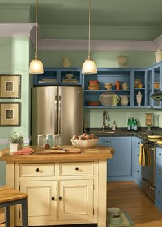 If you're thinking about making over your kitchen, start with your cabinets. Repainting kitchen cabinets may sound daunting, but with these color combinations, you can't fail. Repainting Kitchen Cabinets, Two Tone Kitchen Cabinets, Kitchen Cabinet Styles, Kitchen Cabinetry, Kitchen Cabinets Color Combination, Kitchen Colors, Kitchen Decor, Design Kitchen, Kitchen Ideas