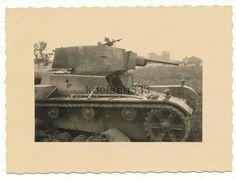 Foto von Panzerjägern vernichteter polnischer 7 TP Panzer in Polen 1939 - ID Ww2 Tanks, Panzer, Armored Vehicles, World War Two, Military Vehicles, Dutch, Army, History, Pictures