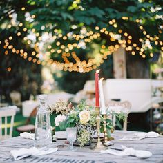 We love this table setting for an outdoor soiree.