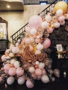 How to Make Cheap and Easy Wedding Decorations - Balloon Garland Wedding Stairs, Wedding Wall, Wedding Scene, Diy Wedding, Arch Wedding, Wedding Church, Forest Wedding, Balloon Arch, Balloon Garland