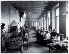 Photograph of the atelier at Bolshaya Morskaya 24, 1903: Master August Hollming is in the centre of the photograph