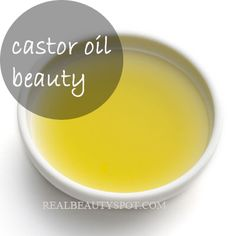 Homemade Beauty DIY& for your hair with Castor Oil. Stimulates new growth, deep conditions, also treatment to control breakage. Castor Oil Uses, Castor Oil Benefits, Castor Oil For Hair, Hair Oil, Real Beauty, Diy Beauty, Beauty Tips, Beauty Bar, Beauty Stuff