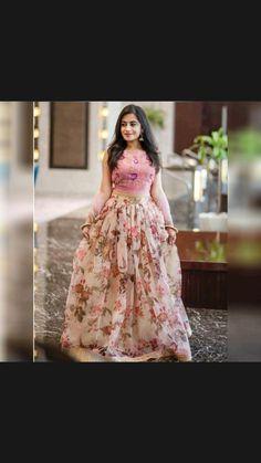 Party Wear Indian Dresses, Party Wear Lehenga, Indian Gowns Dresses, Dress Indian Style, Indian Fashion Dresses, Indian Designer Outfits, Designer Dresses, Blouse Lehenga, Floral Lehenga