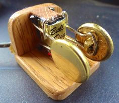 Mounted my BullDog paperclip paddle on and oak base using 3M DuraLock to hold it in place.  http://www.amateurradioproducts.com/