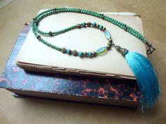 Collier sautoir bohème, teintes bleue, turquoise, verte et bronze, perles tchèques et pompon. : Collier par l-atelier-des-p-tites-fantaisies